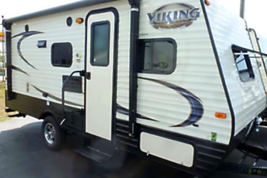 exterior 2017 Viking 17bh - Easy to tow with SUV or Truck! Lots packed into this RV Fenton, MI
