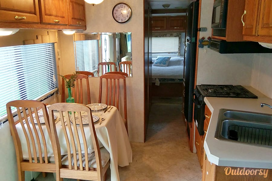 interior Holiday Rambler Vacationer- Easily sleeps 4 + Pets Eugene, OR