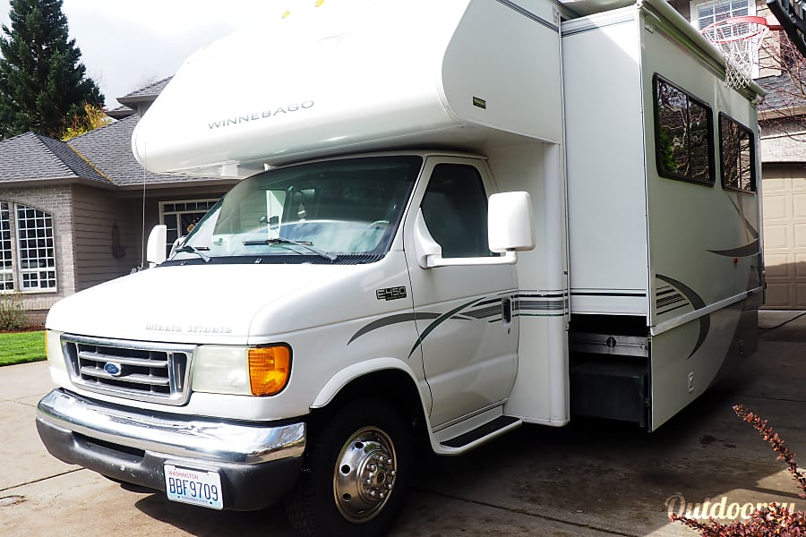 Escape the Ordinary! 2004 Winnebago Minnie Winnie Vancouver, WA