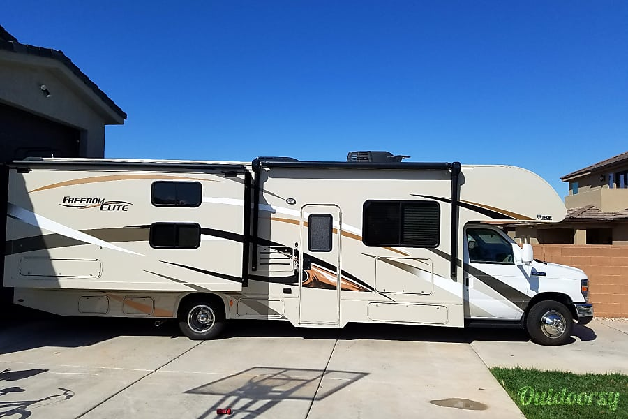 2017 Thor Motor Coach Freedom Elite 30fe Washington, UT Overall view of the motorhome.