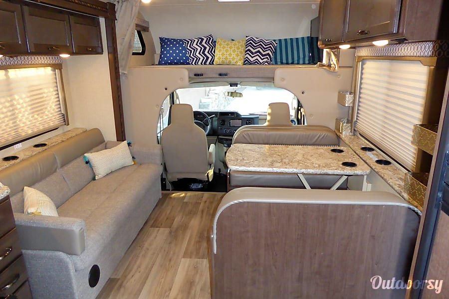 2017 Thor Motor Coach Freedom Elite 30fe Washington, UT Overall view of the main living area
