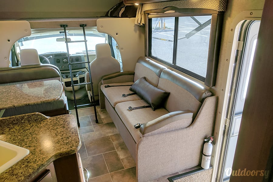 2017 Thor Motor Coach Chateau Motor Home Class C Rental In