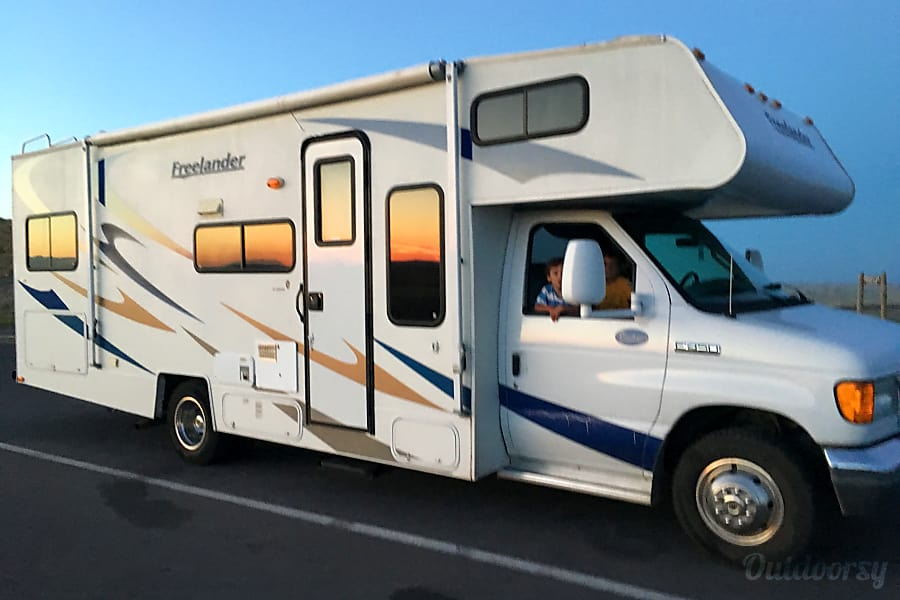 2008 Coachmen Freelander Motor Home Class C Rental In