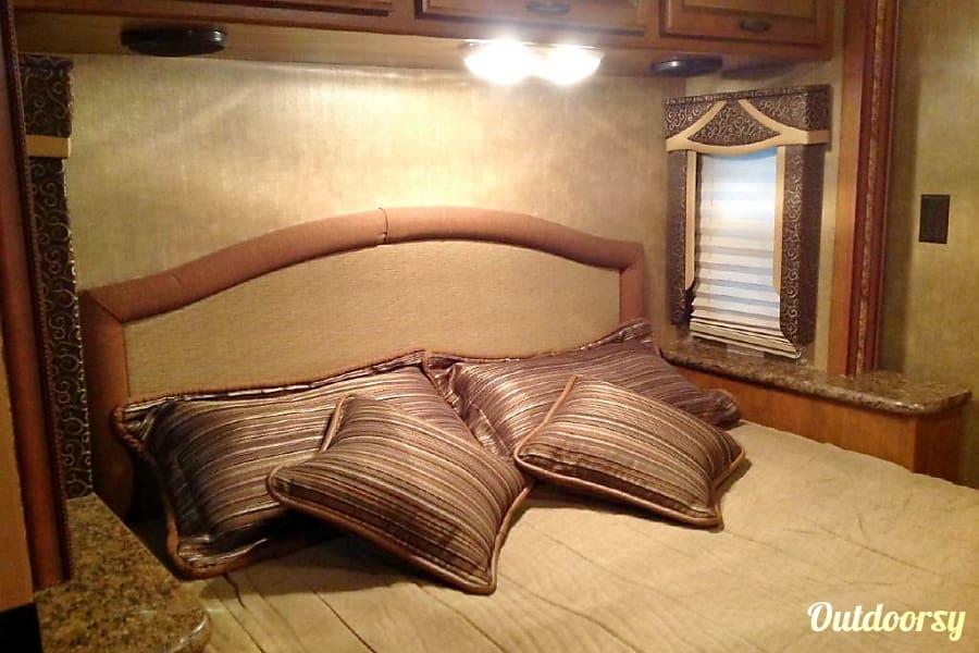 interior 2015 Thor Motor Coach Hurricane Horizon City, TX