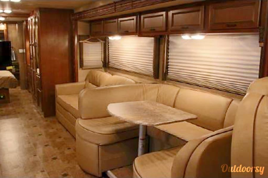 2015 Thor Motor Coach Hurricane Horizon City, TX Spacious and comfortable living area for family time