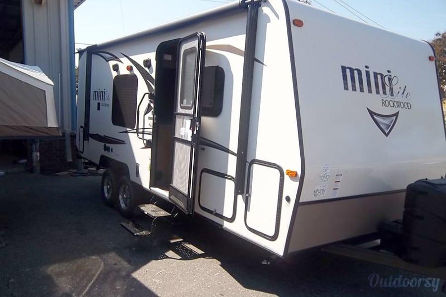 exterior 2016 rockwood MiniLite 2104S Palm Coast, FL