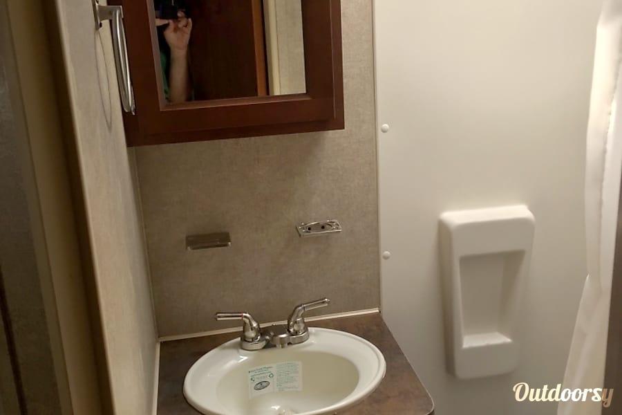 2016 rockwood MiniLite 2104S Palm Coast, FL Bathroom
