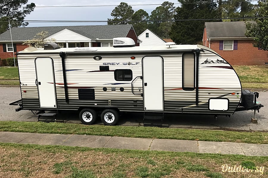 exterior 2015 Forest River Cherokee Grey Wolf 23DBH Portsmouth, VA