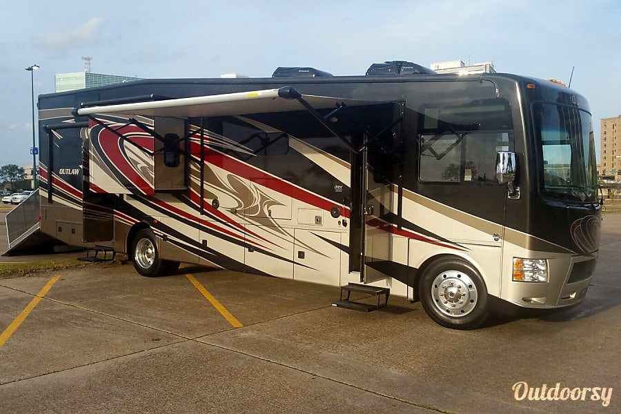 2016 Thor Motor Coach Outlaw Dallas, TX There she is... ain't she a bute?!