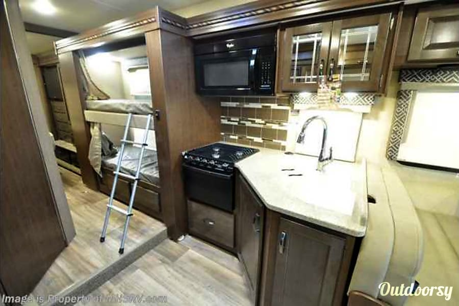 2017 thor motor coach 31e four winds bunkhouse motor home class c rental in austin tx outdoorsy. Black Bedroom Furniture Sets. Home Design Ideas