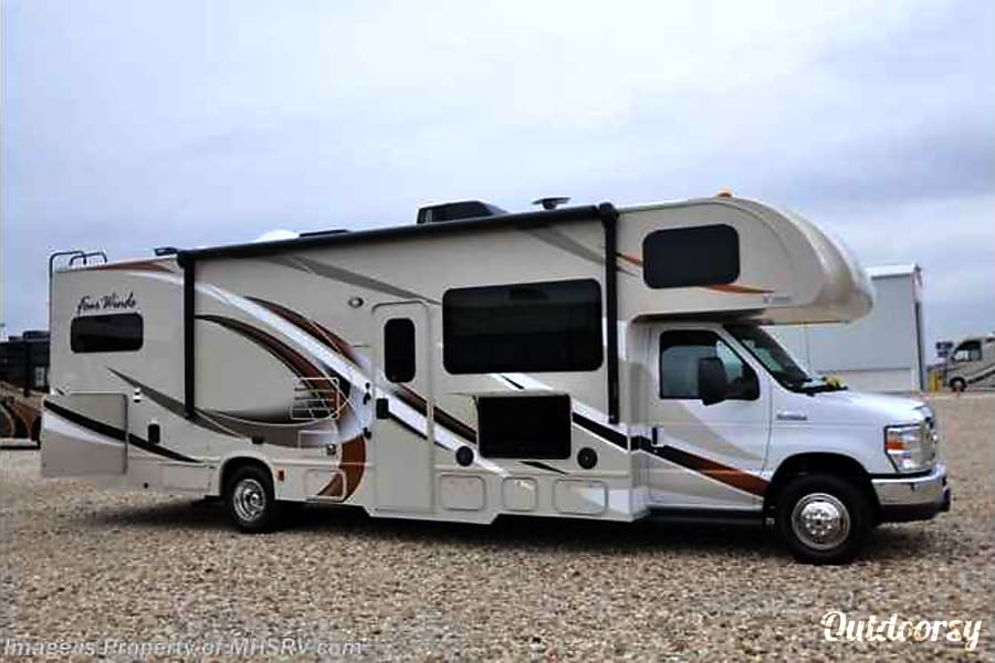 exterior 2017 Thor Four Winds 31E Bunkhouse Austin, TX