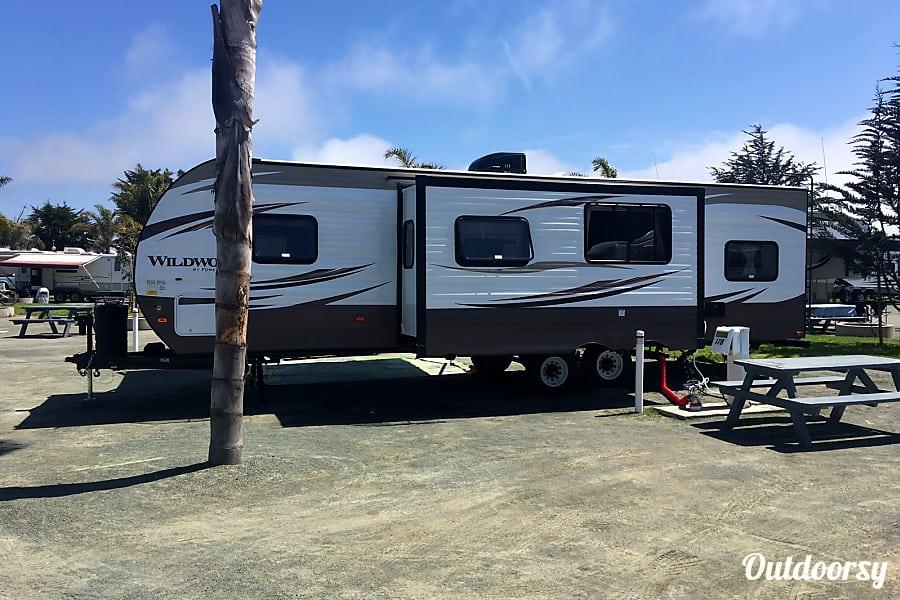 exterior 30' Wildwood Bunkhouse Pismo Beach, CA