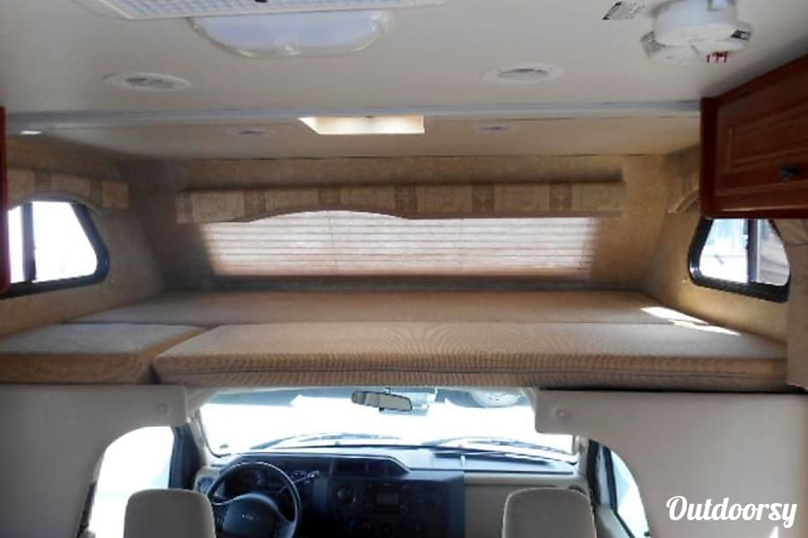 2011 Thor Motor Coach Freedom Elite Lacey, WA Cab over bed