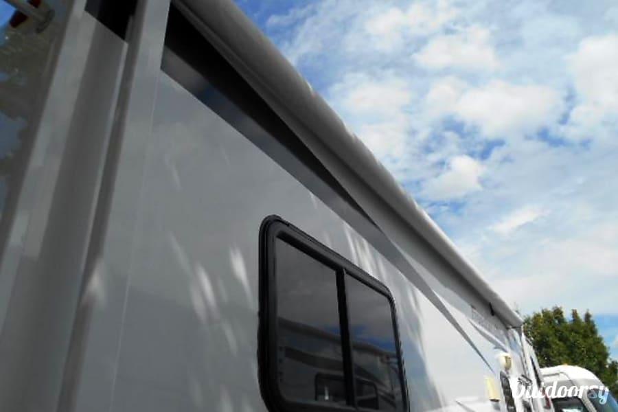 2011 Thor Motor Coach Freedom Elite Lacey, WA Nice, large awning