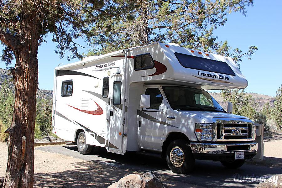 exterior 2011 Thor Motor Coach Freedom Elite Lacey, WA
