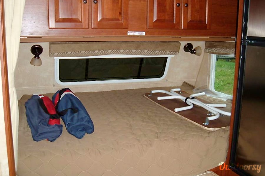 2011 Cruiser Rv Corp Fun Finder Xtra Arnold, MD queen size bed,over-head cabinets (which folds down for a very small child bed) and fold up dinette