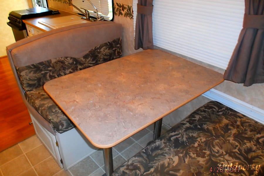 2004 Dutchman Adirondack Independence, KY DINETTE FOLDS DOWN INTO ANOTHER  BED!