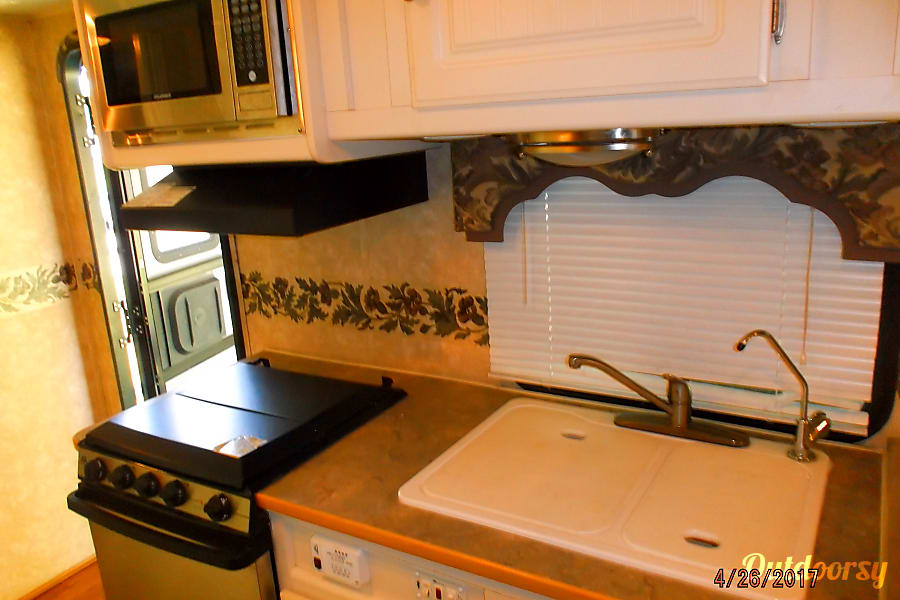 2004 Dutchman Adirondack Independence, KY KITCHEN AREA WITH DOUBLE SINKS, STOVE, OVEN AND MICROWAVE!!