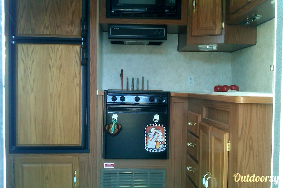 2004 Forest River Wildwood 27 ft trailer Gardnerville, NV kitchen area