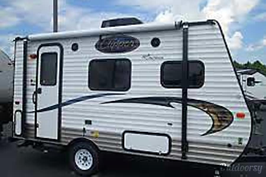 2015 Coachmen Clipper Hybrid North Plains, OR Awning provides shaded space.