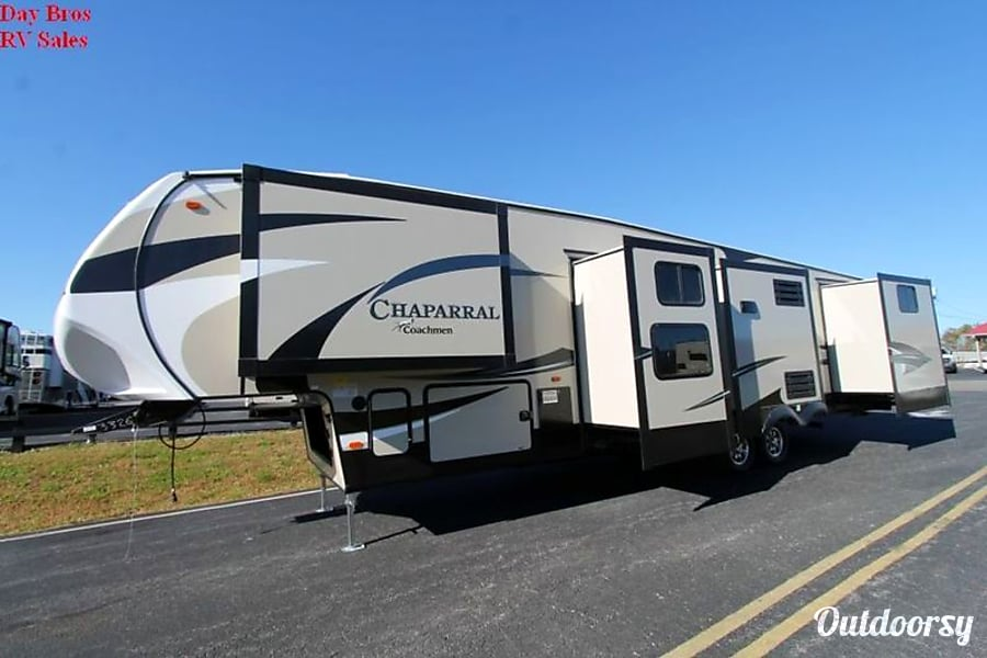 2017 Chaparral 371MBRB Montebello, CA