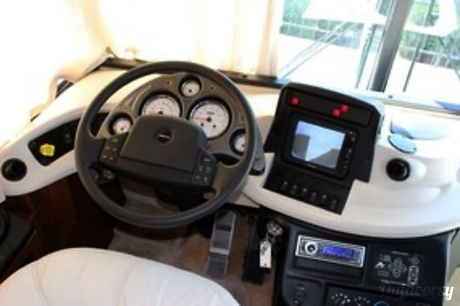 2002 Fleetwood Revolution Decatur, Michigan Drivers Seat