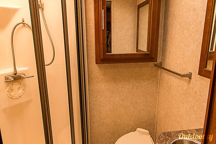 Forest River Georgetown - 36' Class A With Bunks Riverview, FL Guest shower