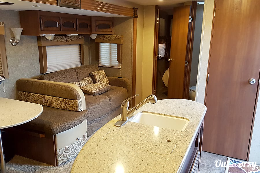 2015 Coachmen Freedom Express Apple Valley, CA