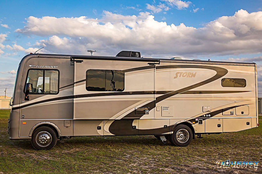 exterior Fleetwood Storm - 32' Class A With Bunks Riverview, FL