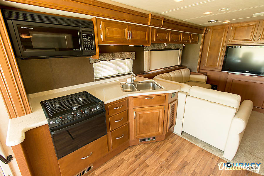 interior Holiday Rambler Vacationer - 36' Class A Riverview, FL