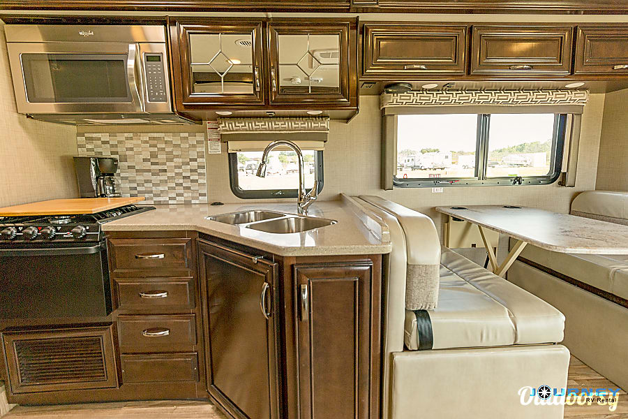 Thor Quantum - 31' Class C Riverview, FL Kitchen and Dinette which turns into a sleeper