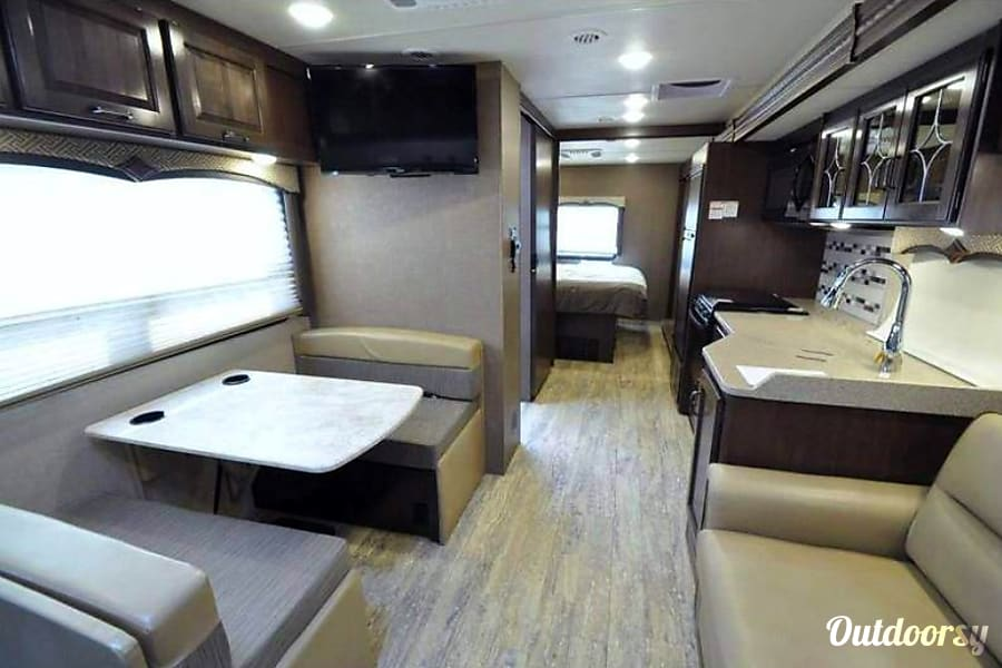 2017 Thor Motor Coach Hurricane La Mirada, CA Very spacious!