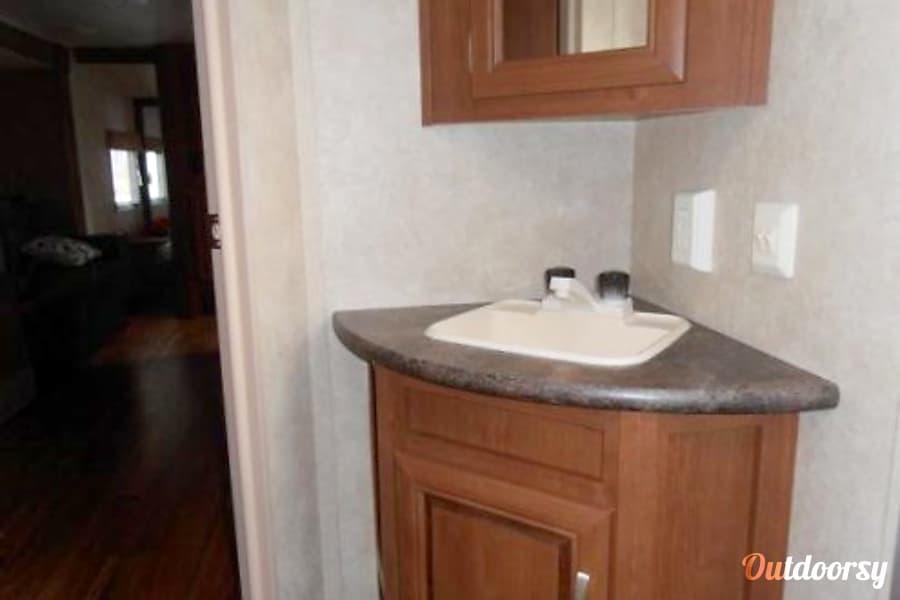 Salem Cruise - 29' Camper With Bunks Riverview, FL Bathroom vanity