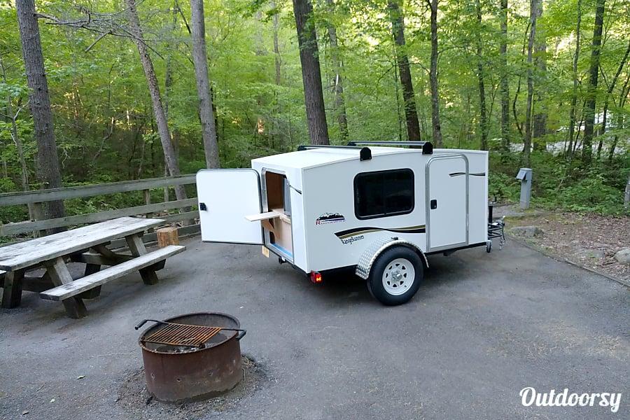 """exterior """"Glad"""" 2017 Runaway Campers Rangerunner Cleveland, TN"""
