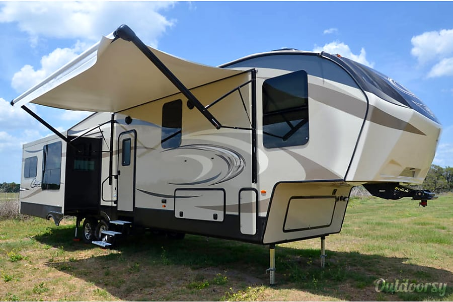 exterior Keystone Cougar - 40' Fifth Wheel Riverview, FL