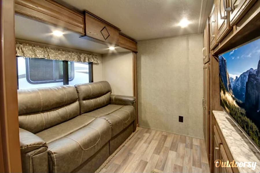 Keystone Cougar - 40' Fifth Wheel Riverview, FL Living room