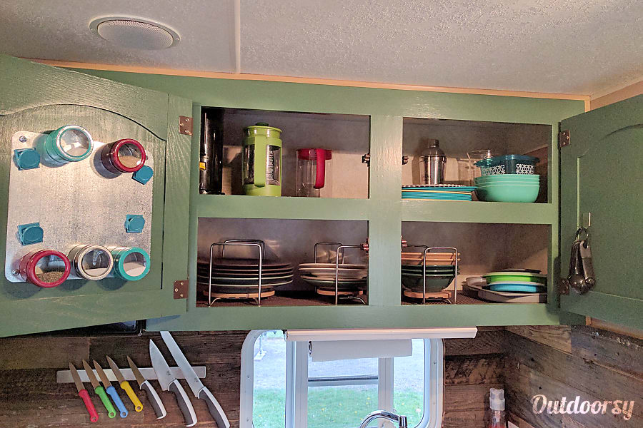 Doug Fir Portland, OR Plenty of storage in the kitchen cabinets and fully loaded with supplies