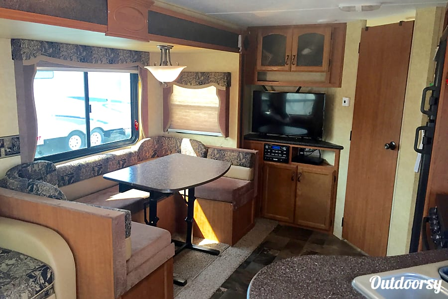 "interior 2013 Forest River Prime Time Tracer!! Ultimate adventure ""Glamping"" Virginia Beach, VA"