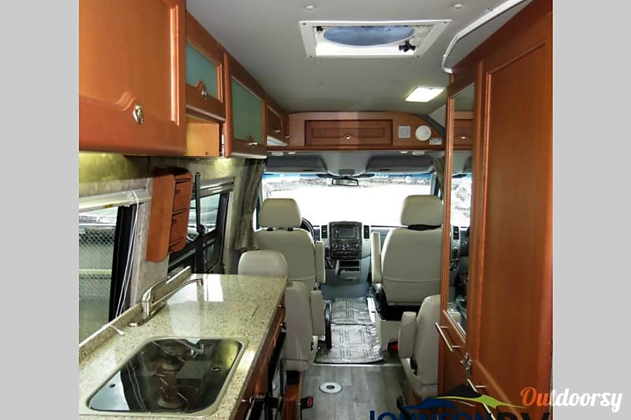 2014 Roadtrek Adventurous RS Diesel Sandy, OR
