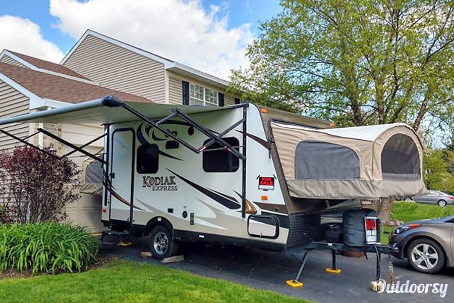 exterior 2015 Kodiak - Mom Approved!!!!   Full Kitchen & Bath!  Sets up in minutes!  Cold Air! Sleeps 6! Crystal Lake, IL