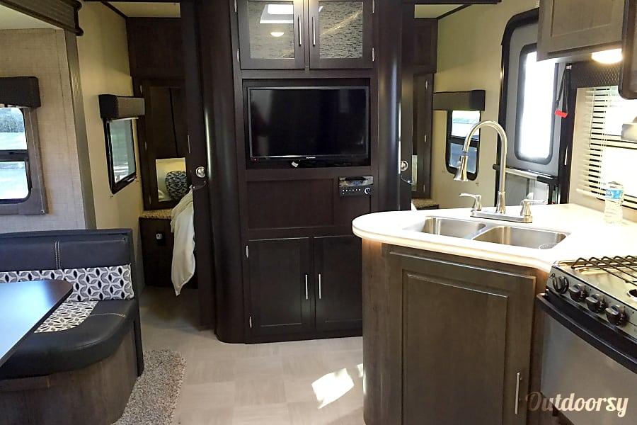 interior 2016 Dutchmen Kodiak Cypress, Texas