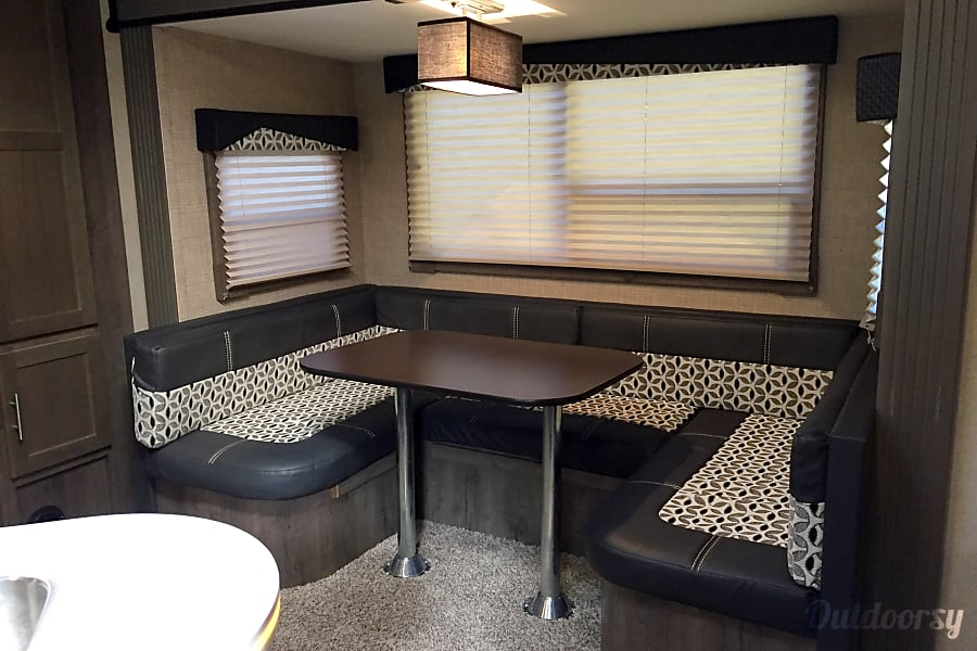 2016 Dutchmen Kodiak Cypress, TX 6 Person Dinette that converts into a sleeper. Retracting windows with solar screens to maximize airflow. Slid out topper installed defer radiant heat and maximize his interior comfort.