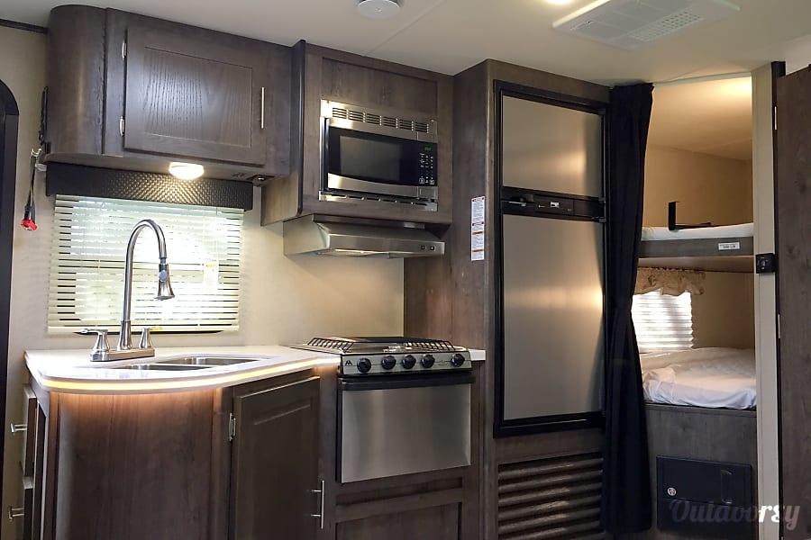 2016 Dutchmen Kodiak Cypress, Texas Stunning Kitchen with Stainless Appliances..