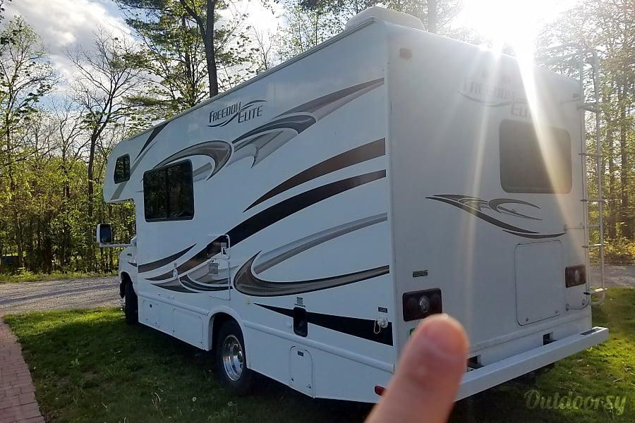 2011 Thor Motor Coach Freedom Motor Home Class C Rental In