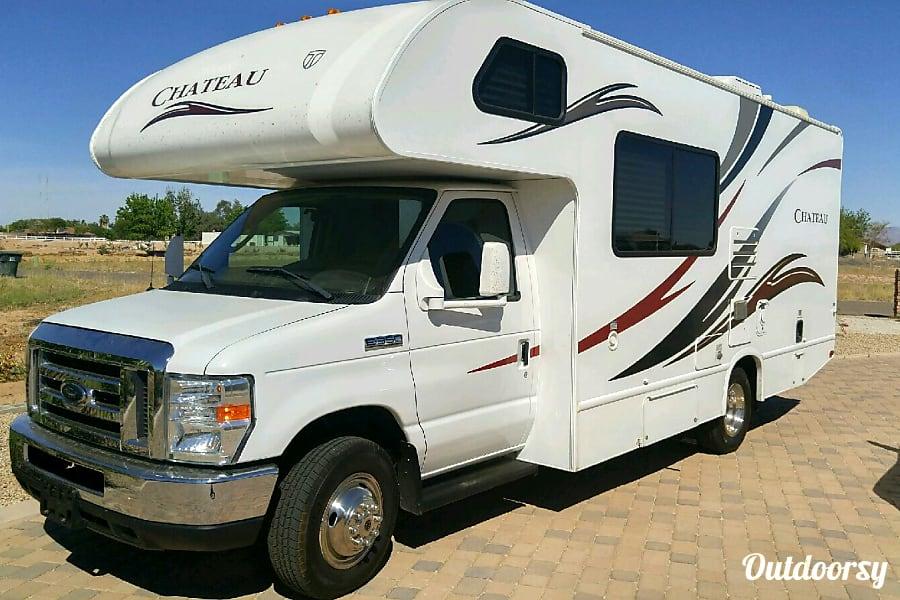 exterior 2013 Thor Motor Coach Chateau Phoenix, AZ