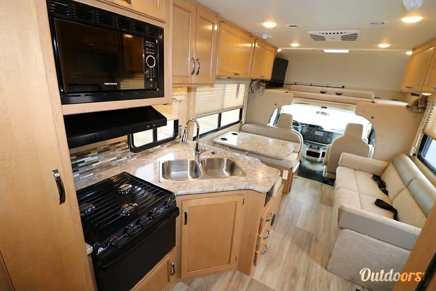 interior 2017 Thor Motor Coach Freedom Elite Helena, MT