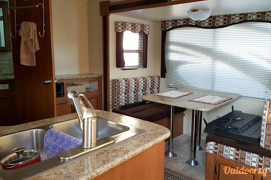 interior 2015 Pacific Coachworks Panther Victorville, CA