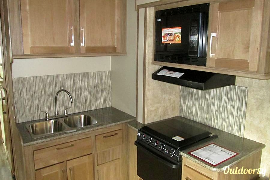 2018 Jayco Envoy 31' Class C W/Bunks 505 RV Rentals New Mexico #ABQRV Rio Rancho, NM Full kitchen including 3 burner stove, oven, microwave and 2 compartment sink, with lots of cupboard space.