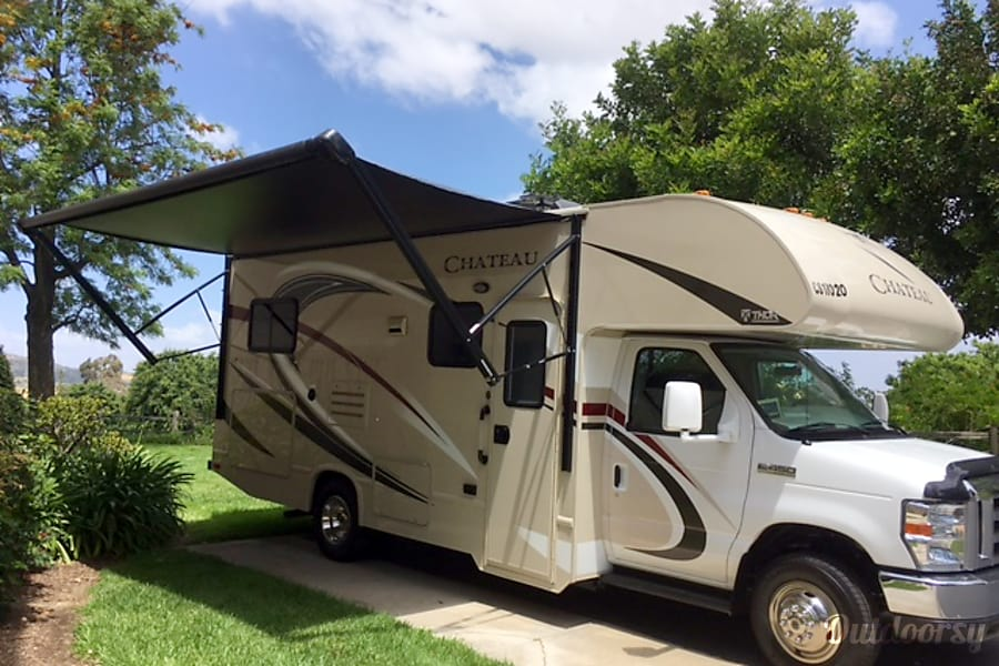 exterior 2017 Thor Motor Coach Chateau Laguna Woods, CA