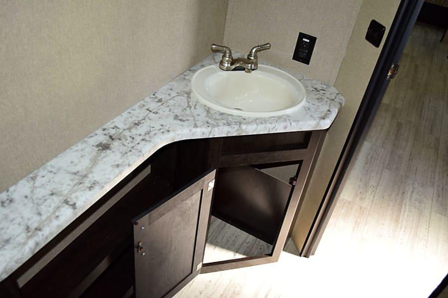 interior 2017 Grand Design Imagine 2800 BH Pflugerville, TX